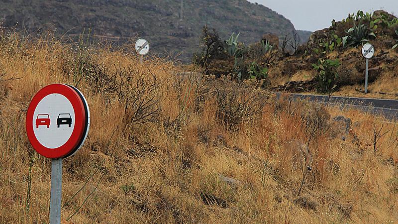 Schilderwald auf La Gomera - Überholverbot, Überholverbot aufgehoben