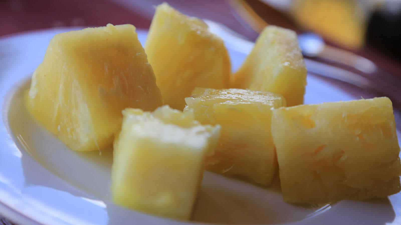 Kenianische Ananas, geschnitten