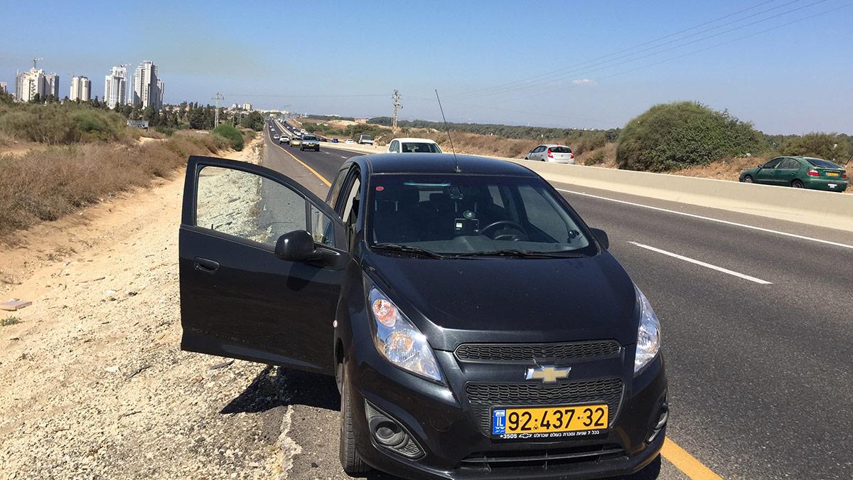 Mietwagen mit Getriebeschaden an der Autobahn 2 zwischen Caesarea und Tel Aviv
