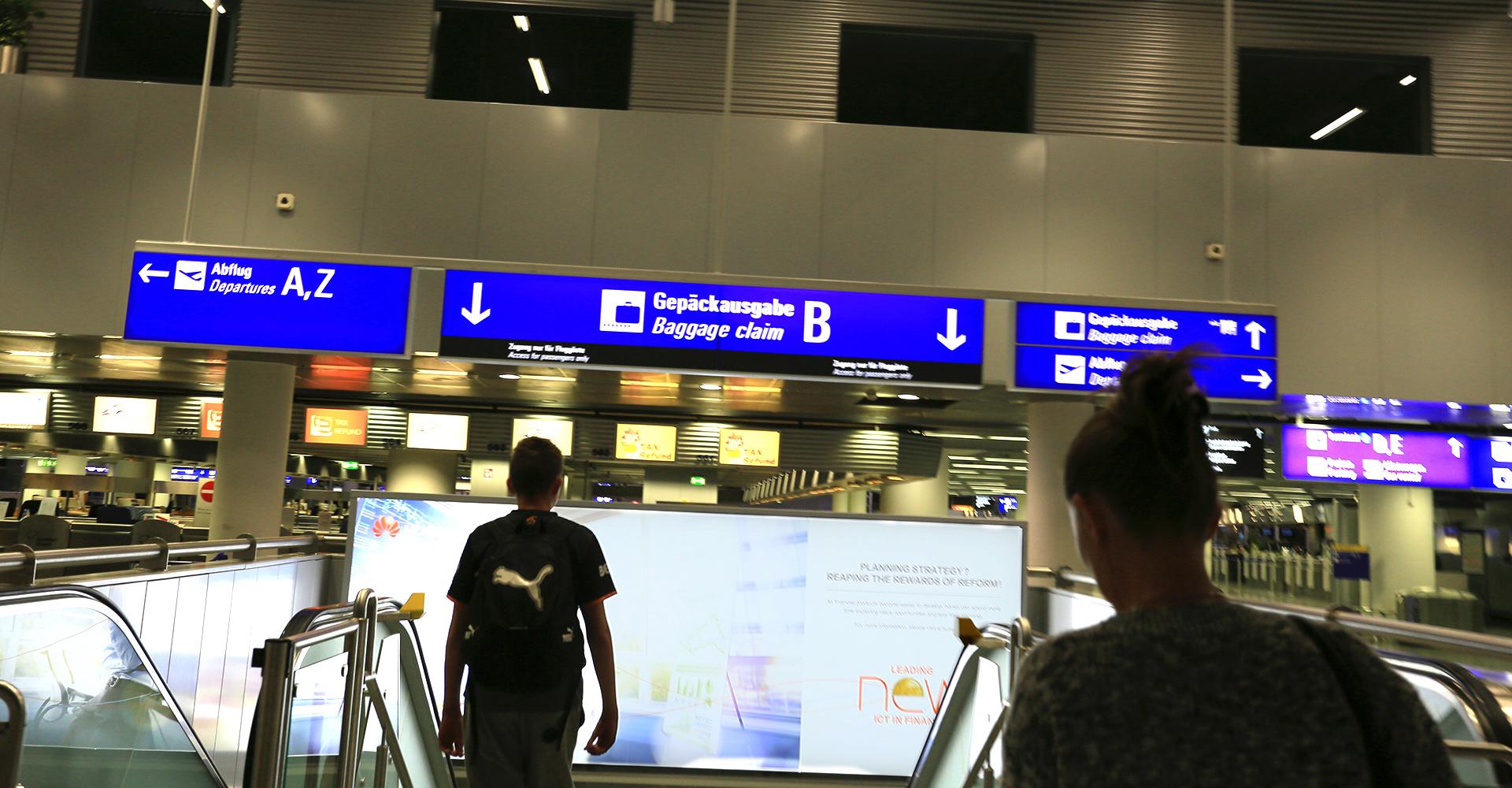 Rhein-Main-Airport, eine halbe Stunde nach der Landung