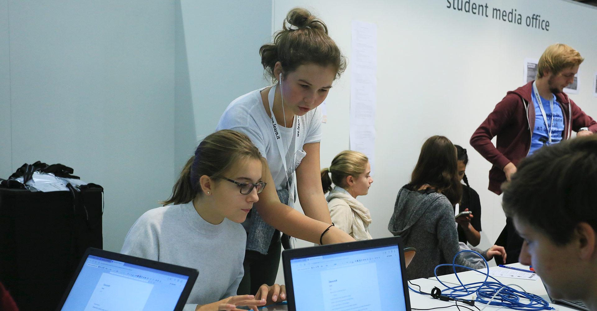 Schüler-Reporter im Klassenzimmer der Zukunft auf der Buchmesse Frankfurt